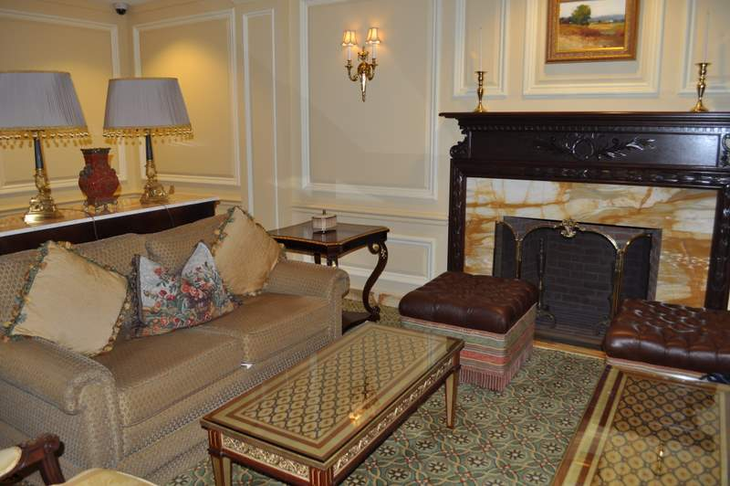 Willard InterContinental - seating area in lobby