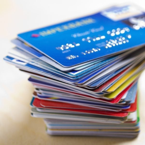 What's The Difference Between A Charge Card And A Credit Card