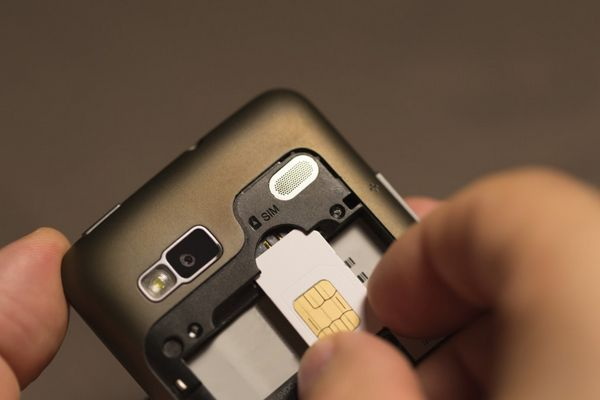 SIM Cards Can Make It Easy To Use Your Cellphone Overseas Without Spending BIG Money