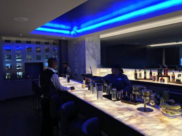 United Polaris Lounge Chicago Review
