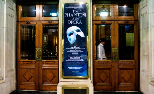 I Found My New Best Friend Traveling To London Part 10 Phantom Of The Opera And London At Night