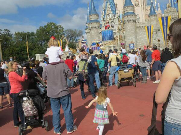 How A Family Of 4 Enjoyed The Magic Of Disney For Nearly Nothing
