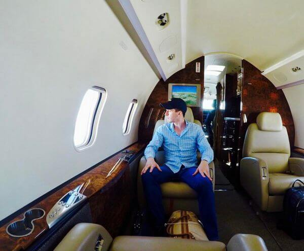 Frequent Flyers Can Get Free Flights on Private Jets With This Deal!