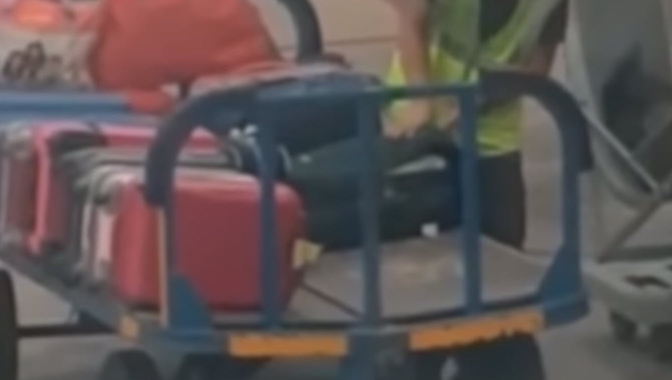 VIDEO:  Baggage Handler Flagrantly Stealing From a Suitcase