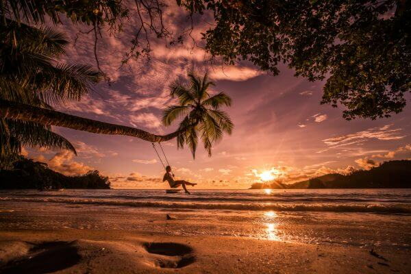 2 Tickets to Hawaii From Just 1 Sign-Up Bonus!