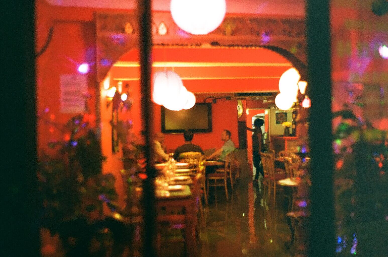 The Colors and Lights of This Restaurant Were Very Inviting