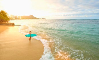 How surf conditions can save you up to 30% on flights to Hawaii - featured image