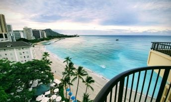 Moana Surfrider vs Royal Hawaiian: Review of the two best Marriott hotels on Waikiki Beach - featured image