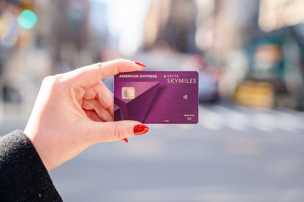 How does the baggage credit work on Amex Delta cards?