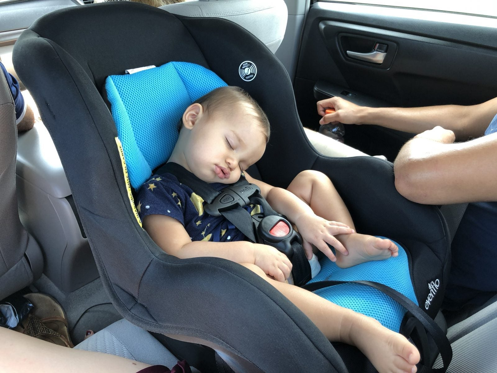 The Best Travel Car Seat (as Rated by a Frequent-Flyer Mom!)