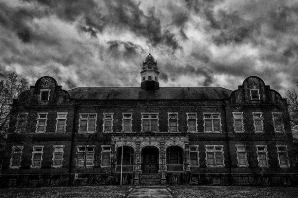 7 Spooky Places To Visit for REAL Halloween Chills