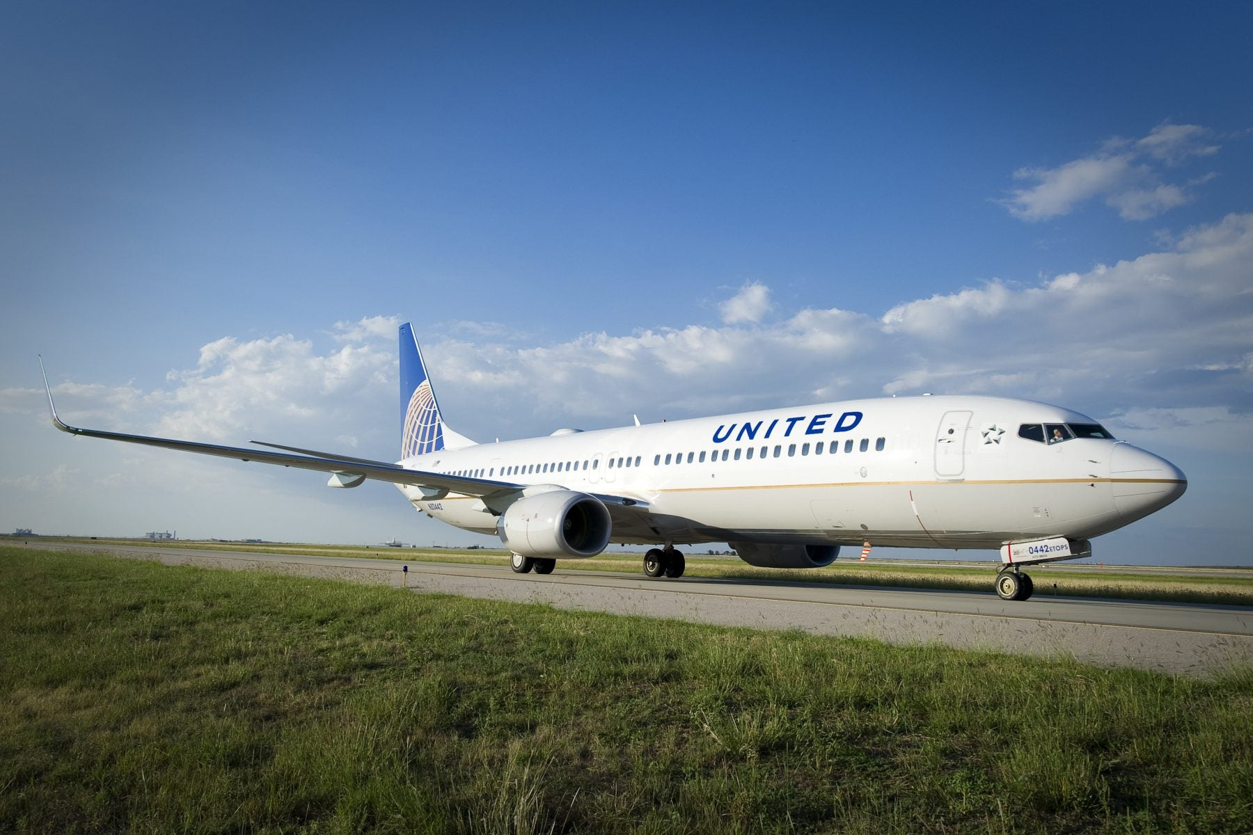United Mileage Plus Review: How to Earn, Redeem, & Get the Most From the Program