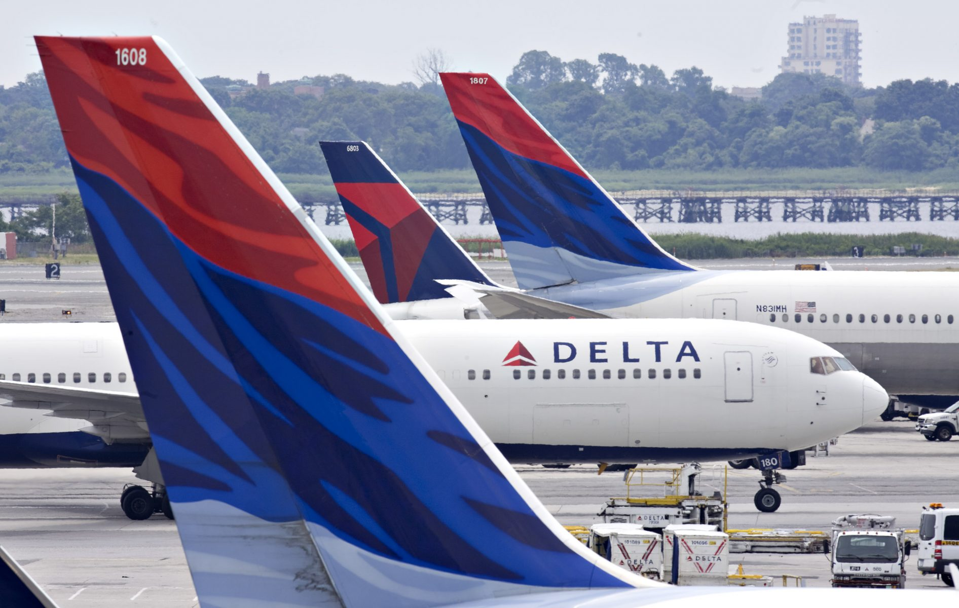 Delta Deal!  Save $60 Off $300+ With This (Targeted) Offer for American Express Cardholders!