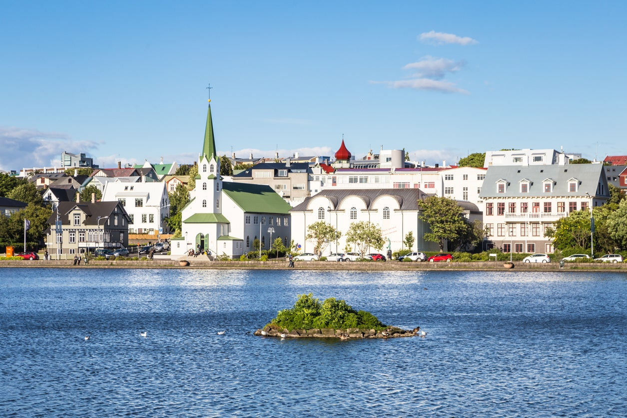WOW Air Sale:   Fly From 10 US Cities to Iceland for Only $99!