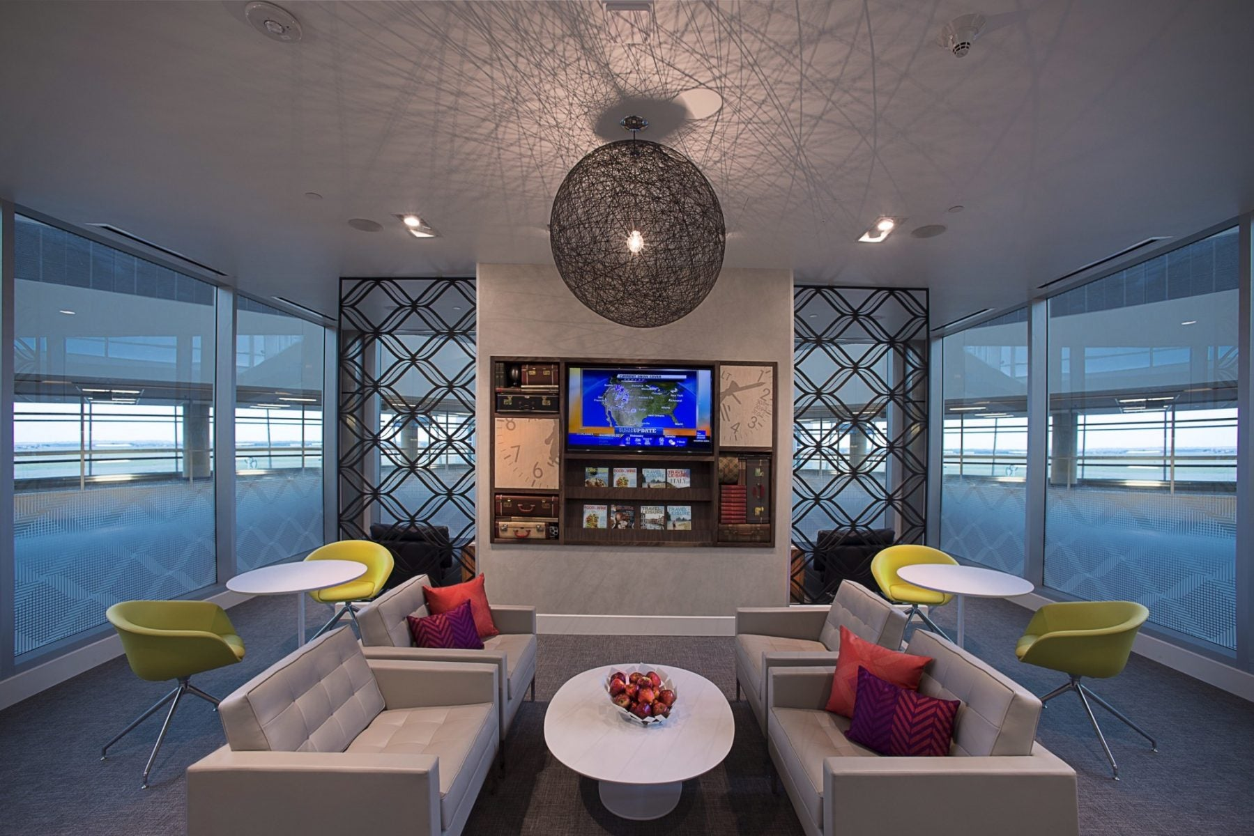 The Centurion Lounge at Dallas Fort-Worth Offers Modern, Comfortable Styling with Showers, Wi-Fi, and Refreshments