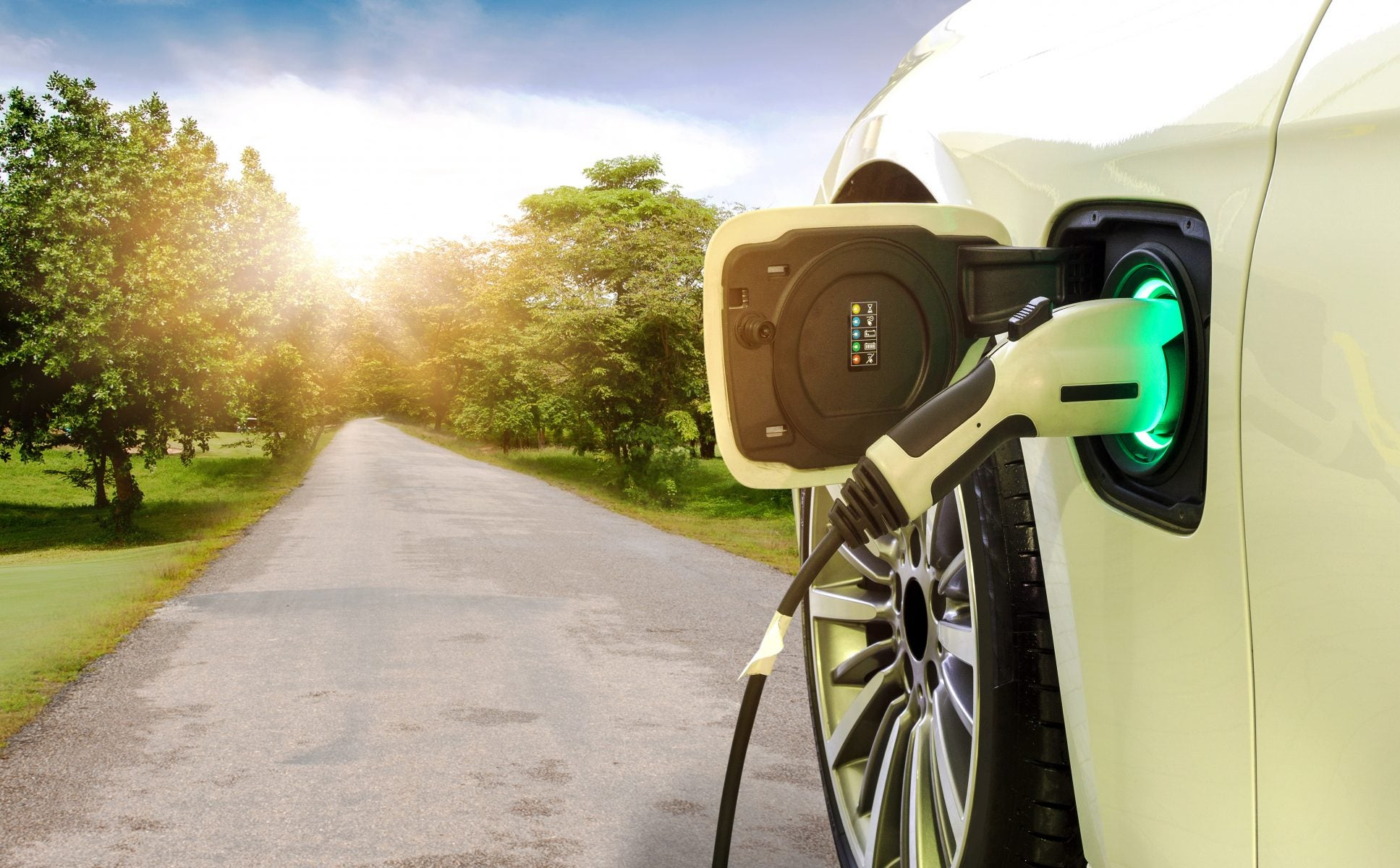 Traveling with an electric vehicle: Making a cost-effective and efficient trip
