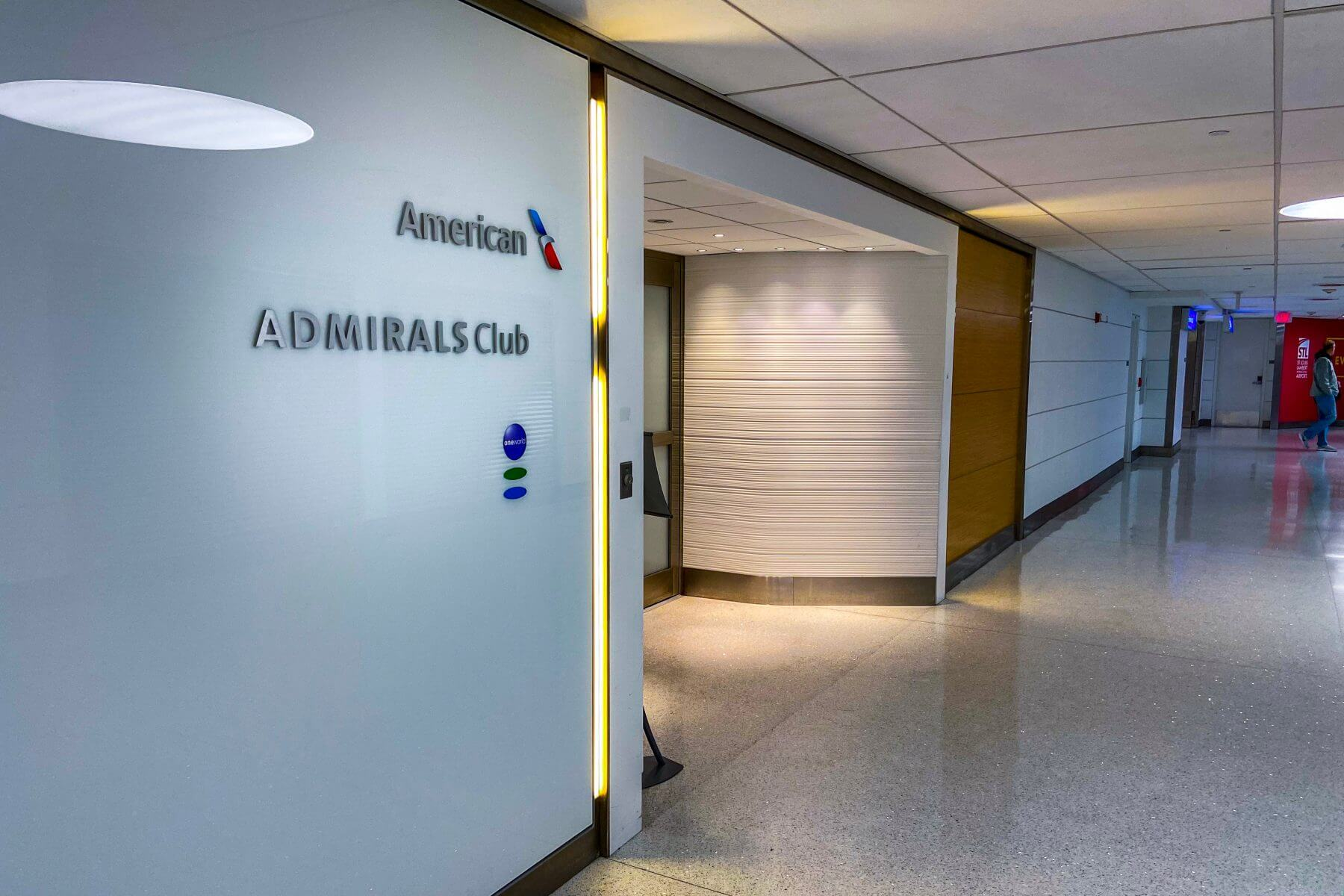The easiest way to get American Airlines airport lounge access (and share it, too)