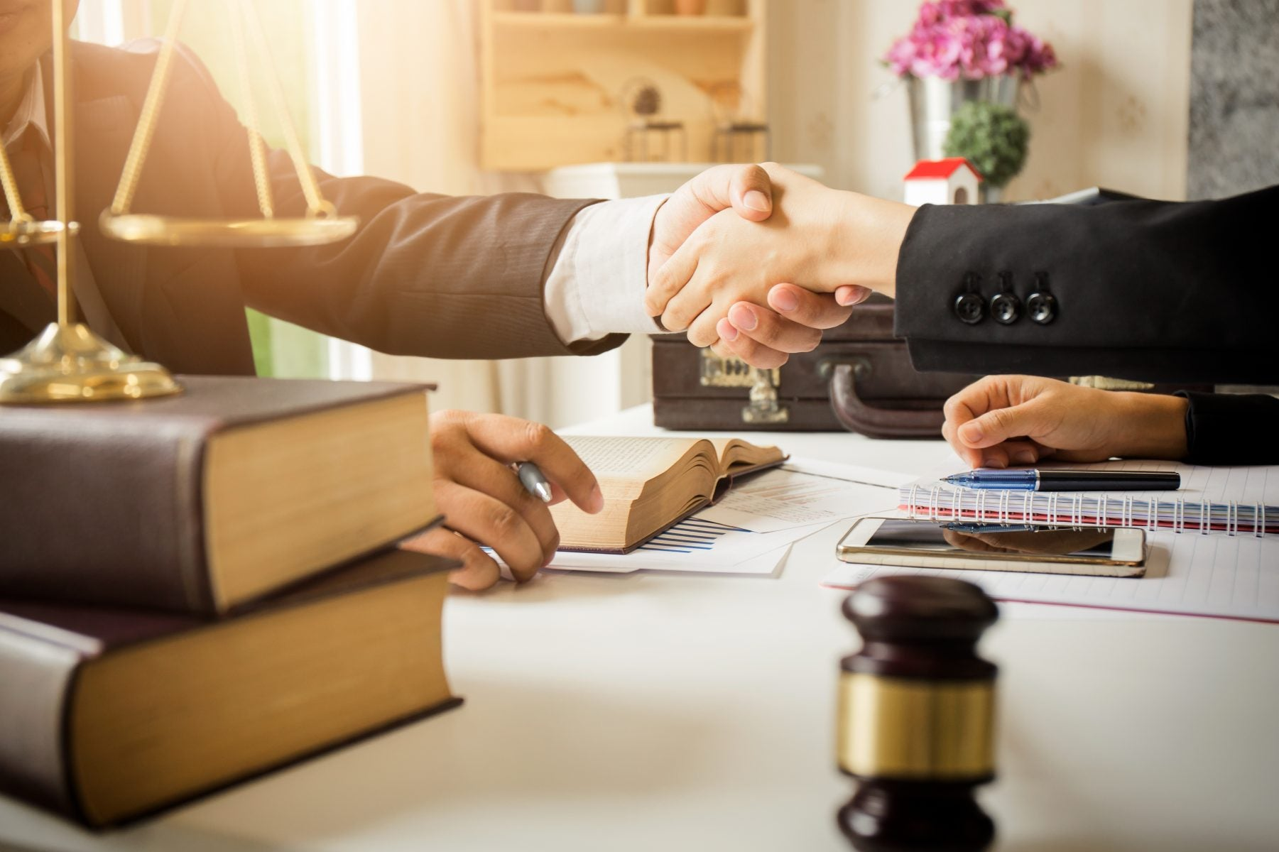 Do Lawyers Accept Credit Cards? What Credit Cards You Should Use for Legal Fees